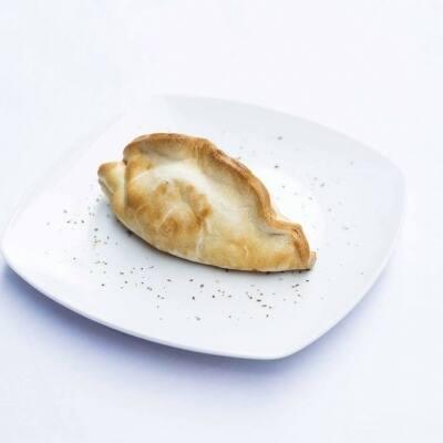 Empanada argentina criolla