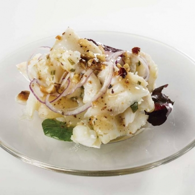 Milhojas de bacalao y pera aliñado con frutos secos y miel