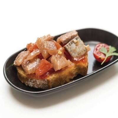 Daus de sardina fumada amb melmelada de tomàquet