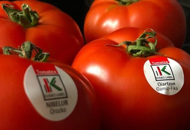 Euskal Tomatea: aroma, color y sabor del tomate vasco con label