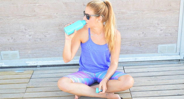 Beber agua a pequeños sorbos
