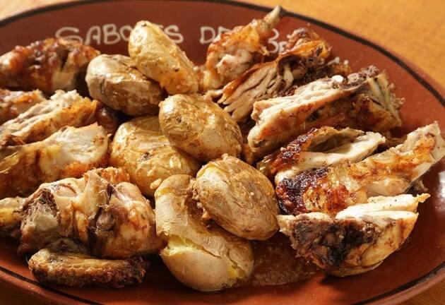 Pollo a la brasa a la portuguesa con patatas a murro