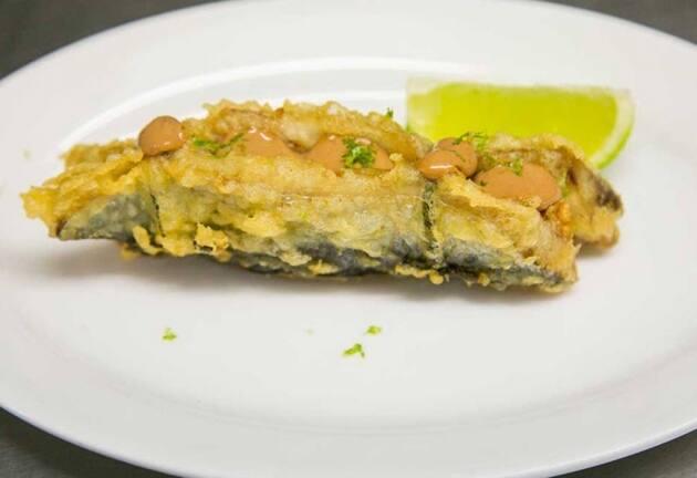 Sardinas rellenas en tempura con paté de ave