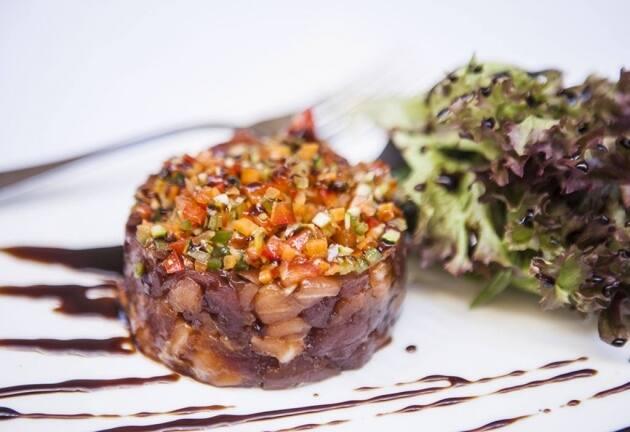 Receta de tartar de salmón y atún del restaurante Arcs