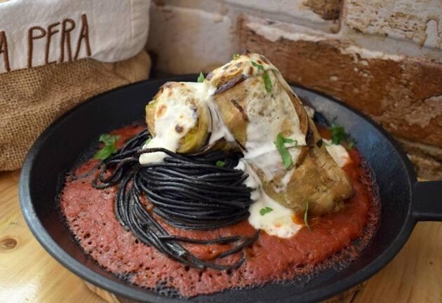 La Pera Café Gastrobar