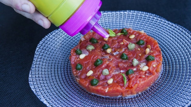 Tartar de tomate ahumado con queso Idiazabal y menta
