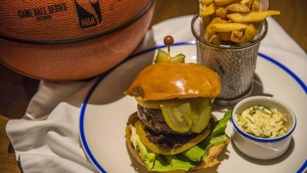 NBA Café. Burger