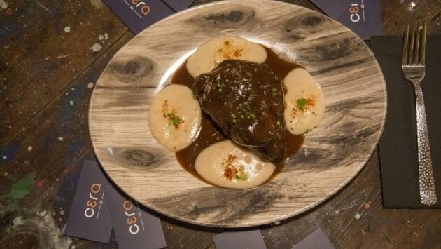 Cera 23. Carrillera melosa con patata trufada