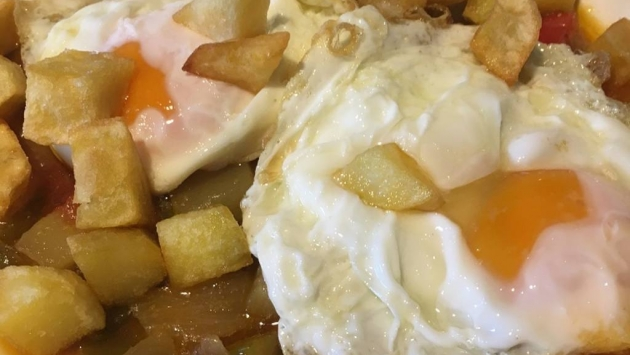 Huevos fritos y patatas