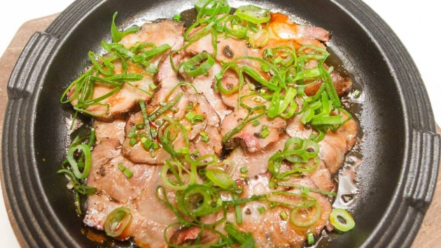 Kotoro. Cerdo ibérico teriyaki con trufa y cebollino