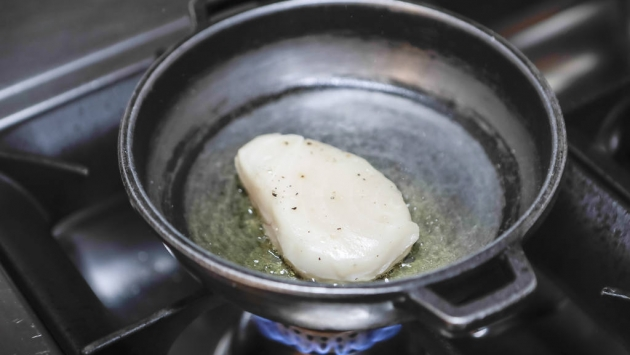 Lentejas Beluga con pez mantequilla
