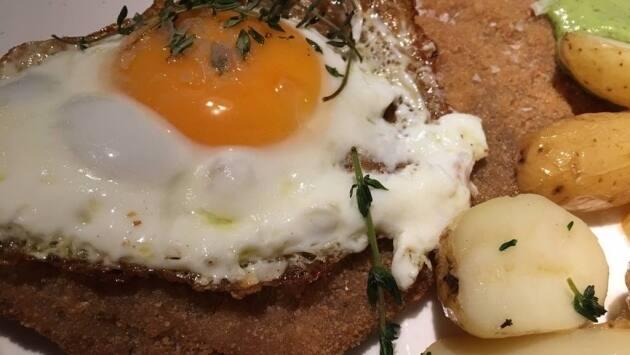 Milanesa con huevo