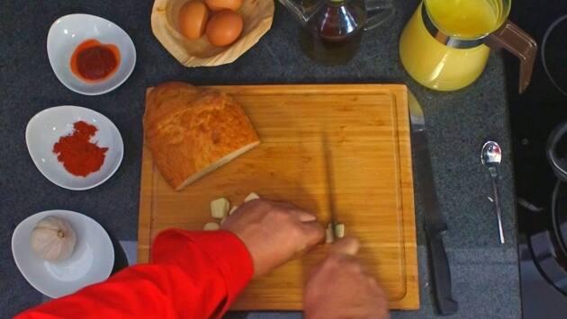 Receta sopa de ajos. Paso 1
