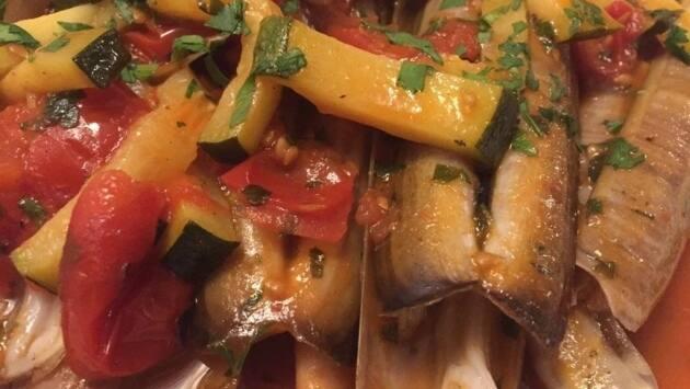 La Tavernetta. Salteado de navajas y tomate