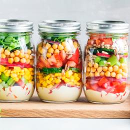 Ensaladas en tarro, una forma divertida y fácil de comer sano fuera de casa