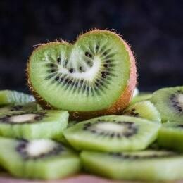 6 postres con kiwi que están ¡de muerte!