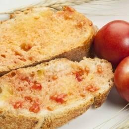 El 'pamboli', el 'pa amb tomàquet' mallorquín
