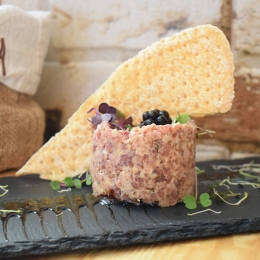 Tartar de salchichón de Málaga de La Pera Gastrobar