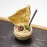 Hummus de aceitunas de Kalamata con sésamo tostado y crujiente de pan hindú