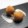 Bombón de pimientos de piquillo y bacalao con cebolla caramelizada