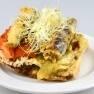 Coca de pa torrat amb escalivada cuita amb llenya i tempura de sardineta amb reducció de ponzu i vermut de Reus.