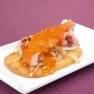 Galeta amb rosbif de senglar, ceba caramel·litzada i escuma de pebrot vermell rostit amb oli DOP Siurana.