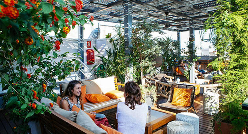 Vermut con vistas sobre Barcelona, en la terraza del Hotel Pulitzer ...
